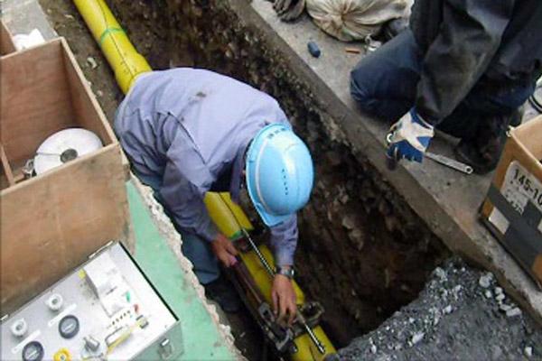 モンノのガス漏れ修繕工事の様子